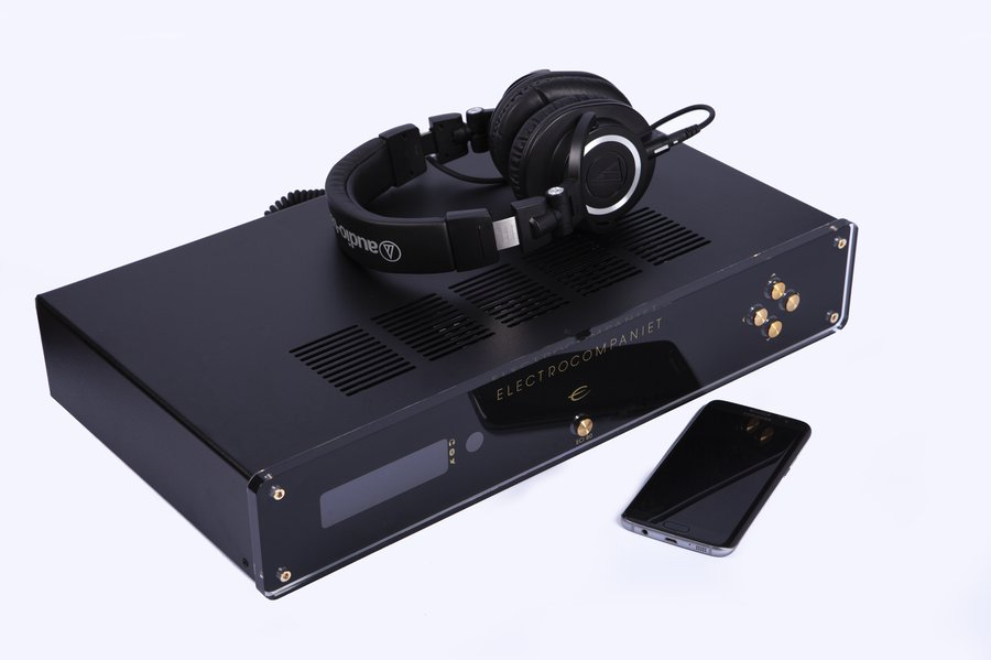 ECI-80D-Integrated-Amp-with headphones.jpg